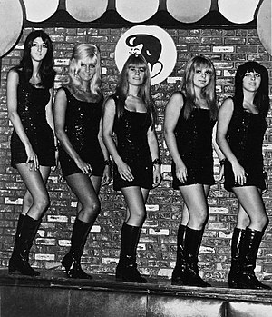 Garage rock - The Pleasure Seekers (Suzi Quatro far right) in 1966