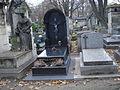 Tombe de Gustave HERPIN, l'inventeur du mot philatélie, cimetière Montmartre, tombe à droite sur la photo.JPG