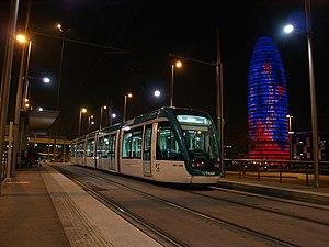 Glòries station - Image: Trambesós T4