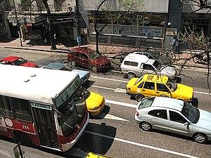 Transporte en Avenida Velez Sarsfield en Cordoba Argentina.jpg