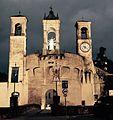 Tribuna a Modigliana - con Rocca dei Conti Guidi.jpg