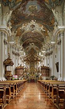 Intérieur de la basilique Saint-Paulin de Trèves (Allemagne). (définition réelle 2276×3816)