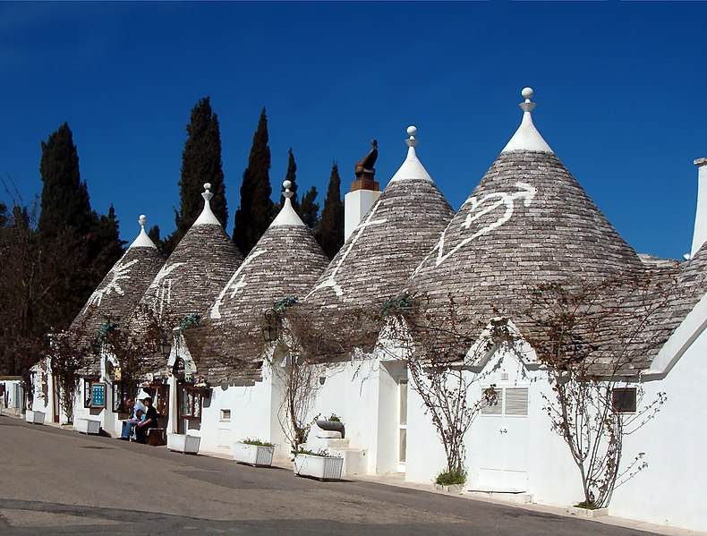 File:Trulli Alberobello11 apr06.jpg