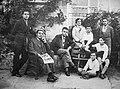 Tui 1929. Familia Álvarez Blázquez. De esquerda a dereita Celso, o pai Darío, Darío, a nai María, Álvaro, Alfonso, Emilio e Xosé María de pé.jpg