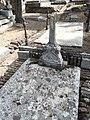 Tumba de Rafael Delorme, cementerio civil de Madrid, detalle.jpg