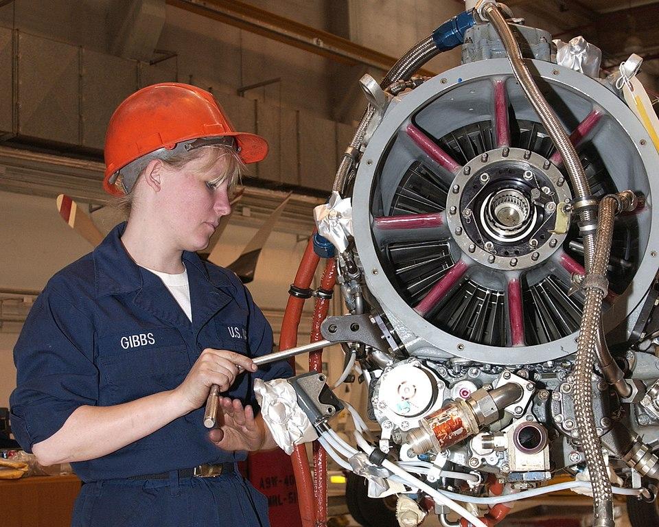 File:US Navy 030501-N-6484C-002 Aviation Machinist Mate Airman ...
