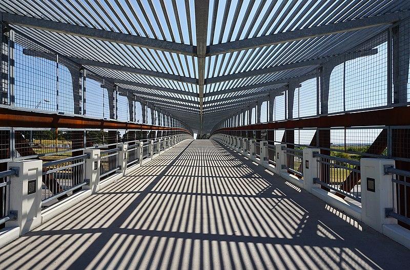 File:University of North Texas September 2015 40 (pedestrian bridge).jpg
