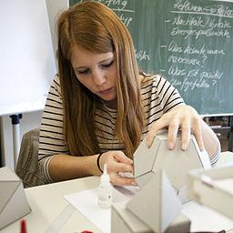 Unterricht in Grundlagen der Gestaltung im Kurs zum Gestalter im Handwerk