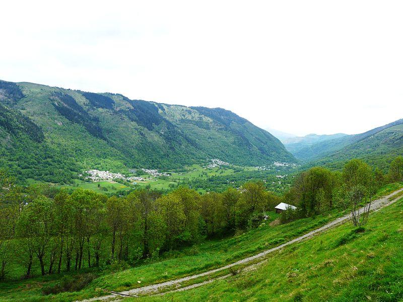 Fichier:Vallée du Louron d'Adervielle à Avajan.JPG