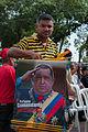 Vendedor de afiches con la imagen del Presidente Chavez.jpg