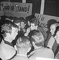 Vergadering TV- en radiopersoneel Overzicht met in het midden Rudi Carrell, Bestanddeelnr 913-1928.jpg