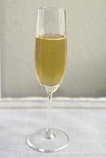 Ampanjac wikipedija - Une coupe de champagne ...