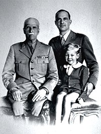 Description de l'image Victor Emmanuel III of Italy with son Umberto and grandson Vittorio.jpg.