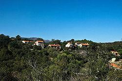 Village de Montauriol, face à l'église Saint-Saturnin.jpg