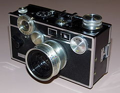 "Vintage Argus C3 Colormatic 5-Speed 35mm Camera, Made In USA, ""The Brick"" (13491778574).jpg"