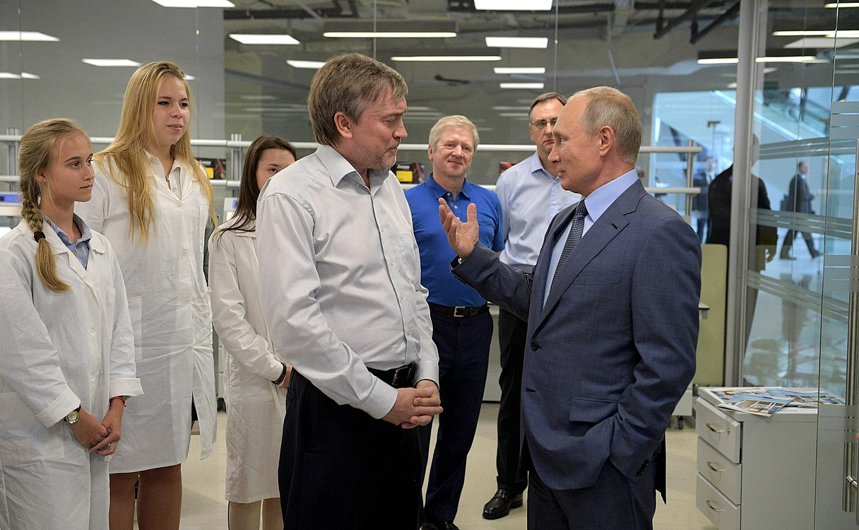 Vladimir Putin visited the Sirius Educational Centre (2018-09-01) 05.jpg