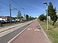 Voie cyclable Ligne 5 Tramway Avenue Division Leclerc Sarcelles 4.jpg