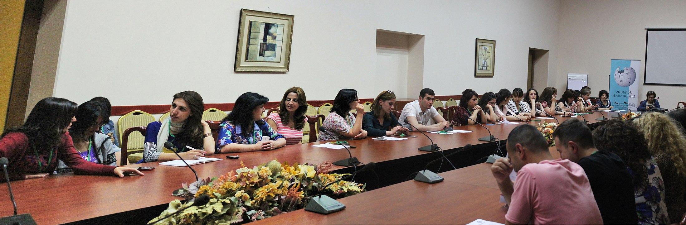 https://upload.wikimedia.org/wikipedia/commons/thumb/7/7e/WMAM_wiki_training_week_with_teachers._23.jpg/2200px-WMAM_wiki_training_week_with_teachers._23.jpg