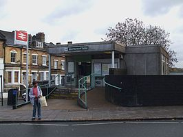West Norwood stn building.JPG
