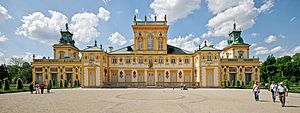 Wilanów Palace - View of the façade from the royal gardens