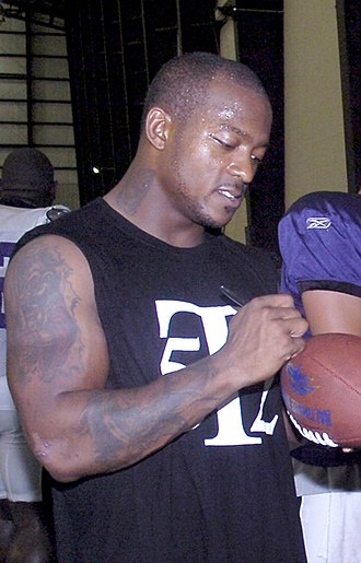 Willis McGahee - McGahee signing autographs at Andrews Air Force Base in 2007.
