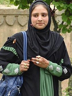 Woman in Shalimar Bagh Garden - Srinagar - Jammu & Kashmir - India (26238334143).jpg