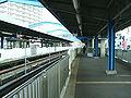 Yokohama-municipal-subway-B09-Kaminagaya-station-platform.jpg