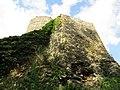 Zamek Lenno - widok z ścieżki.jpg