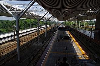 Zhuzhou West Railway Station - Image: Zhuzhou Xi Railway Station platforms