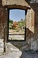 Zicht op linker zijgevel commandantswoning op het fortcomplex, tijdens restauratie, gezien door venster van ruïne gebouw 1790 - Paramaribo - 20377885 - RCE.jpg