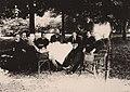 Ärzte des Tübinger Klinikums im Garten (1920er).jpg