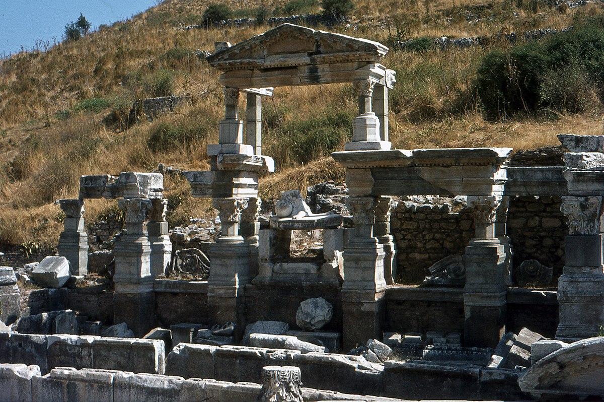 Fileéphèse Nympheum De Trajan 1981jpg Wikimedia Commons