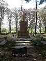 Братська могила радянських воїнів і пам'ятний знак воїнам-землякам, с. Великий Перевіз, меморіальний комплекс 02.jpg