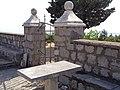 Дио порте сербског православног храма Св. Трифуна у Клинцима на Луштици.jpg