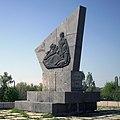 Краматорск, братская могила участников Гражданской войны - стела.jpg