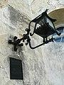 Пам'ятна дошка на вході до Олеського замку.jpg