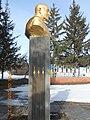 Пам'ятник Двічі Герою Соціалістичної Праці П. О. Желюку в с. Тиманівка 03.jpg