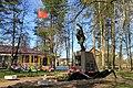 Памятник воинам в центре села Паша.jpg