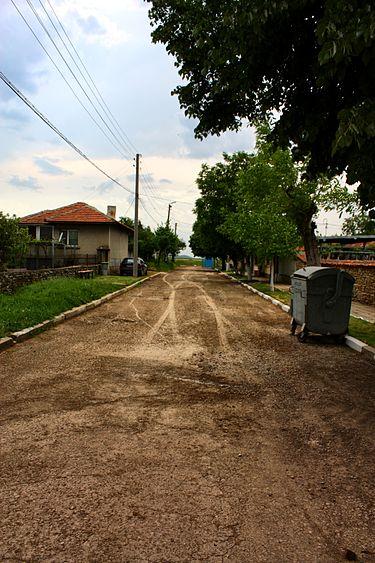 Улицата на село.jpg