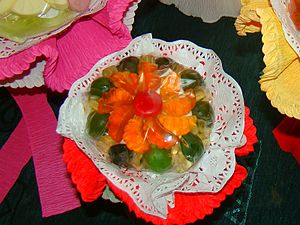 Gelatin dessert - A gelatin dessert containing pieces of fruit