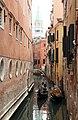 0 Venise, gondolier sur le Rio di Salvador et Campanile vus du Ponte del Lovo (2).JPG
