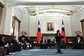 11.13 總統接見「我國出席106年第25屆『亞太經濟合作(APEC)經濟領袖會議(AELM)』代表團」 (38348149592).jpg