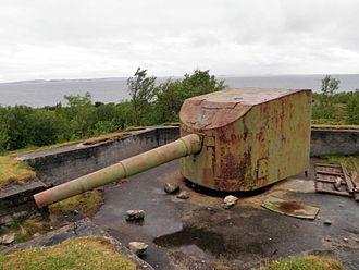 15 cm SK L/45 - 15 cm SK L/45 coastal artillery gun at Nordarnøy, Gildeskål, Norway