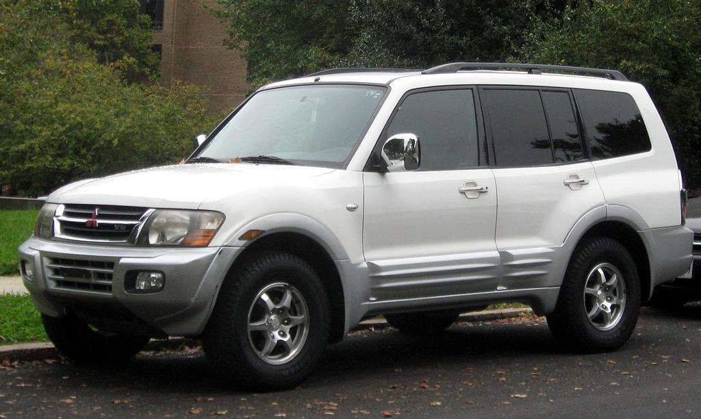 File:2001-2002 Mitsubishi Montero -- 10-12-2011.jpg - Wikipedia