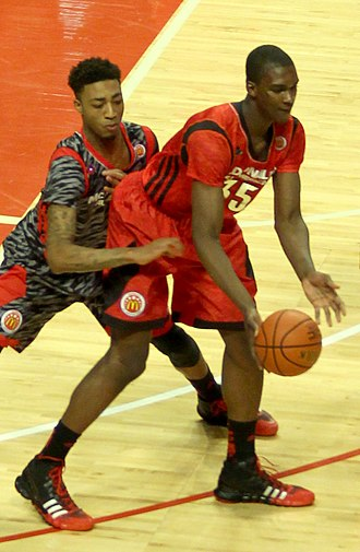 2013–14 Indiana Hoosiers men's basketball team - Noah Vonleh guarded by James Young in the 2013 McDonald's All-American Boys Game