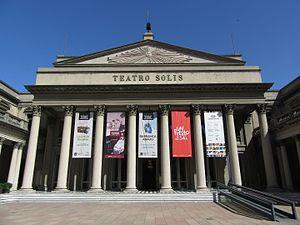 2016 fachada columnas Teatro Solís de Montevideo