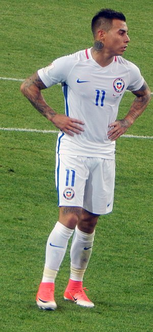 Eduardo Vargas - Vargas playing for Chile at the 2017 FIFA Confederations Cup