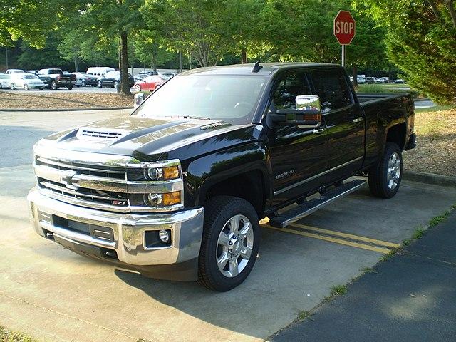 https://upload.wikimedia.org/wikipedia/commons/thumb/7/7f/2019_Chevrolet_Silverado_2500HD_4WD_LTZ_Crew_Cab_Standard_Box_observe.jpg/640px-2019_Chevrolet_Silverado_2500HD_4WD_LTZ_Crew_Cab_Standard_Box_observe.jpg