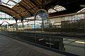2356viki Dworzec Główny po remoncie. Nowe szklane balustrady na peronach . Foto Barbara Maliszewska.jpg
