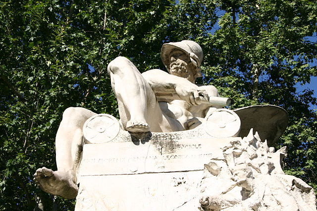 Leonidas I as depicted at the top of the monument to Felice Cavallotti in Milan, created by Ernesto Bazzaro in 1906.
